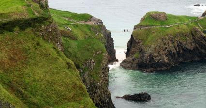 Walk to the islet of Carrick-a-Rede
