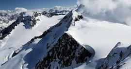 Alpine ascents to peaks higher than 3,500 m