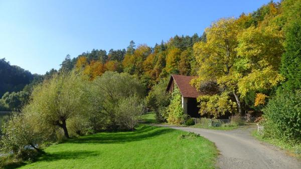 On the way along the cottages