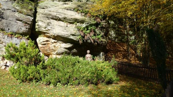 Statue of a woman in the Podtrosecky valley