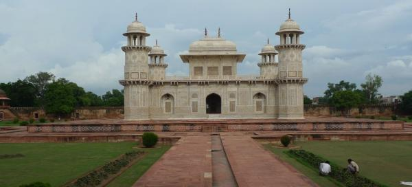 A tour of the tomb of Itimad-ud-Daulah