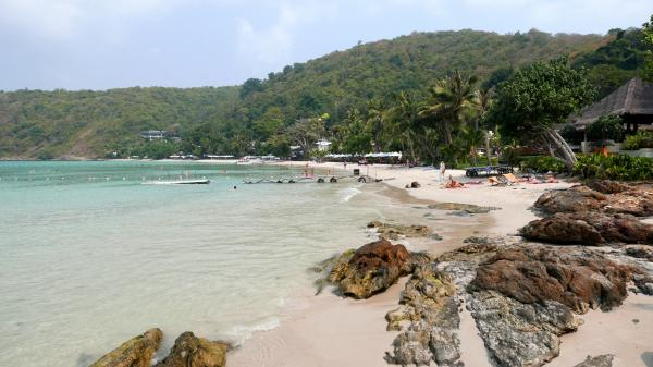 View of the entire beach of Ao Prao