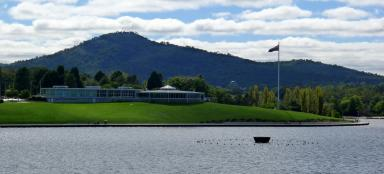 Walk around the Central Basin in Canberra