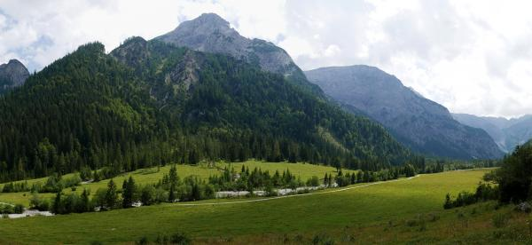 Panoramic view of the Falzthurntal valley